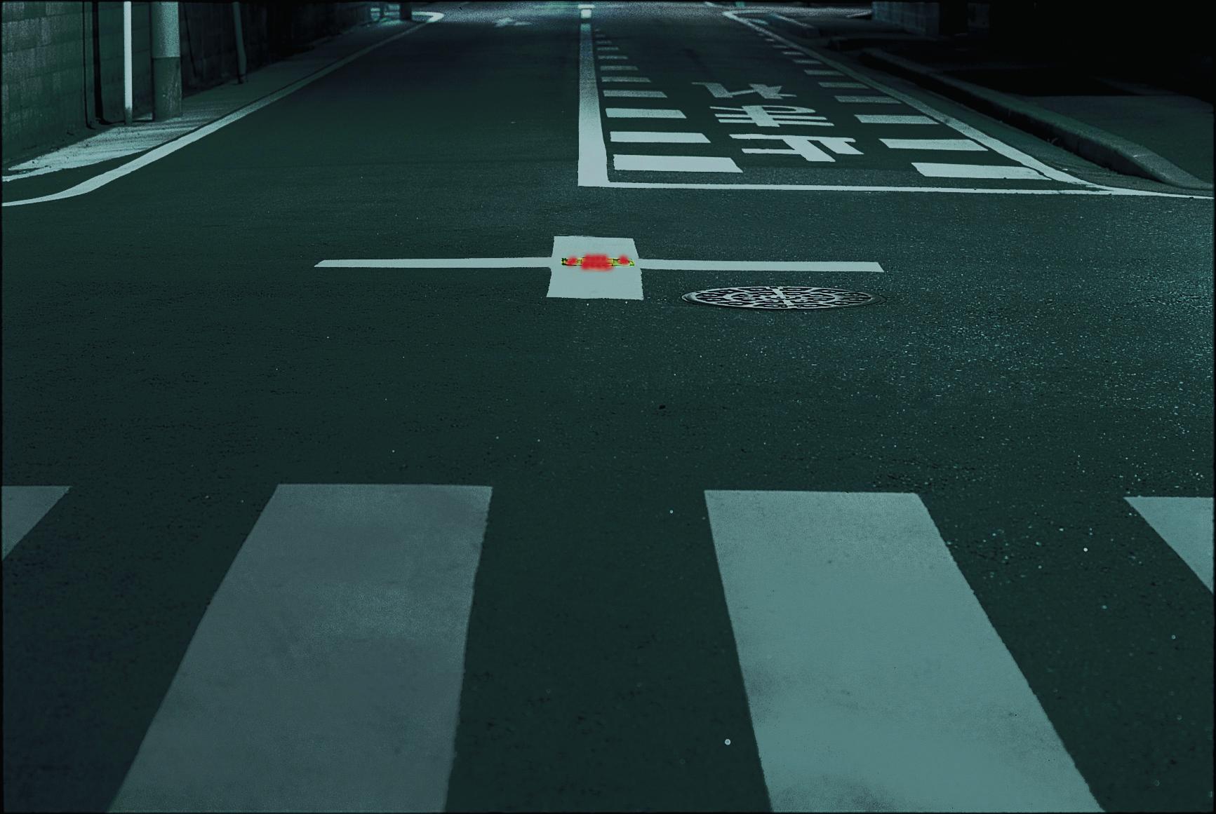 交差点の安全を確保する、電源不要の交差点道路鋲